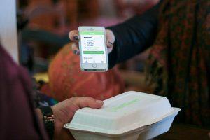 Mit der App MealSaver gegen Lebenmittelverschwendung günstig übriggebliebene Speisen kaufen